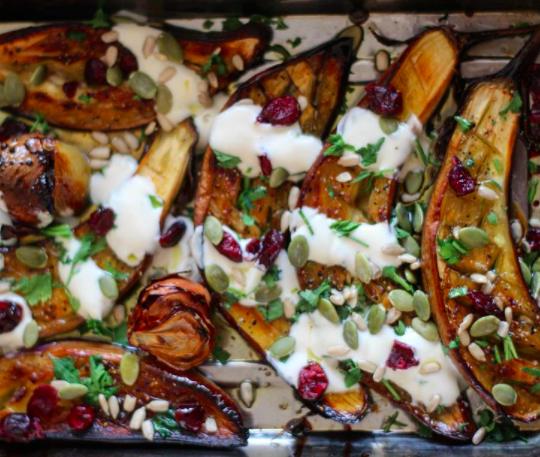 RECETA: Berenjenas asadas con miel y salsa de yogur por @dalalhalabi